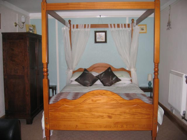 Wetherlam Four Poster Bed
